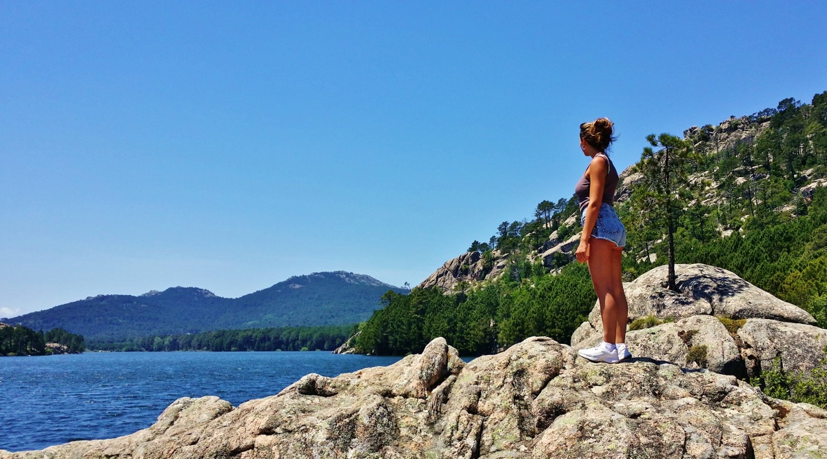 Get a simple pleasure by walking around the lake of Ospedale in Corsica